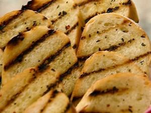 NY0211_Grilled-Cheesy-Garlic-Bread_lg